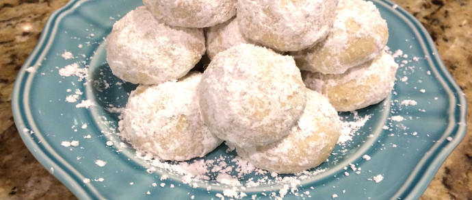 Recipe for Nutty and Delicate Mexican Wedding Cookies