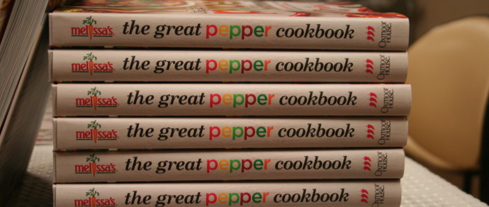 The Great Pepper Cookbook: The Ultimate Guide to Choosing and Cooking with Peppers by Melissa's Produce