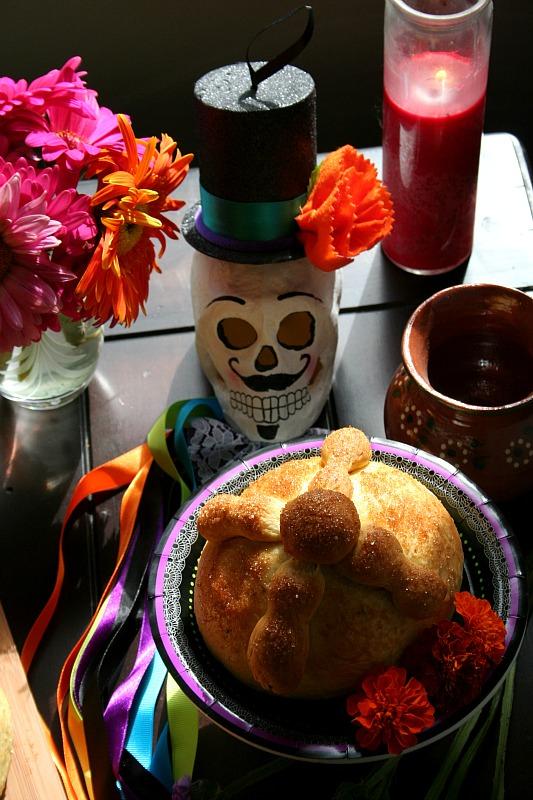 Día de los Muertos | Pan de Muerto Recipe | LatinoFoodie.com