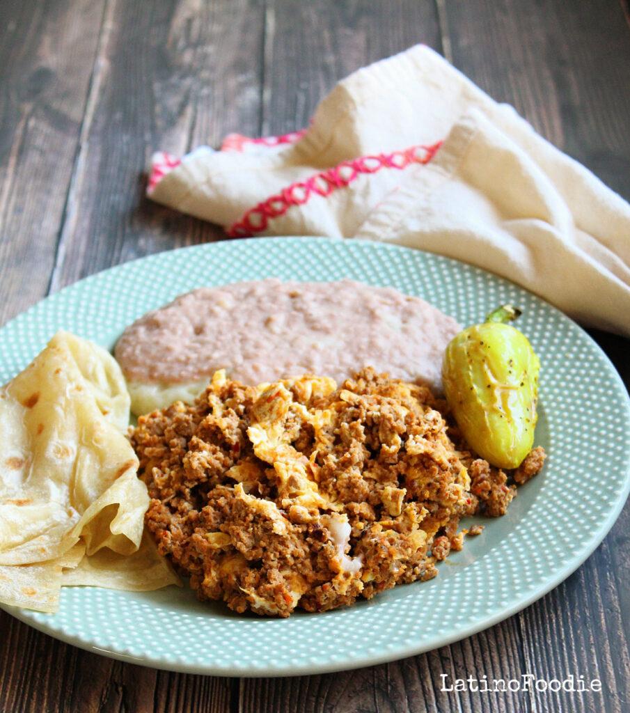 Chorizo con Huevos - Latinofoodie