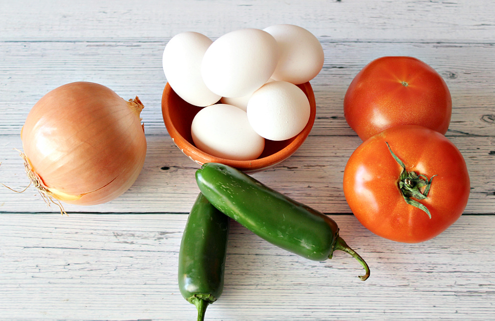 Ingredients for Huevos a la Mexicana